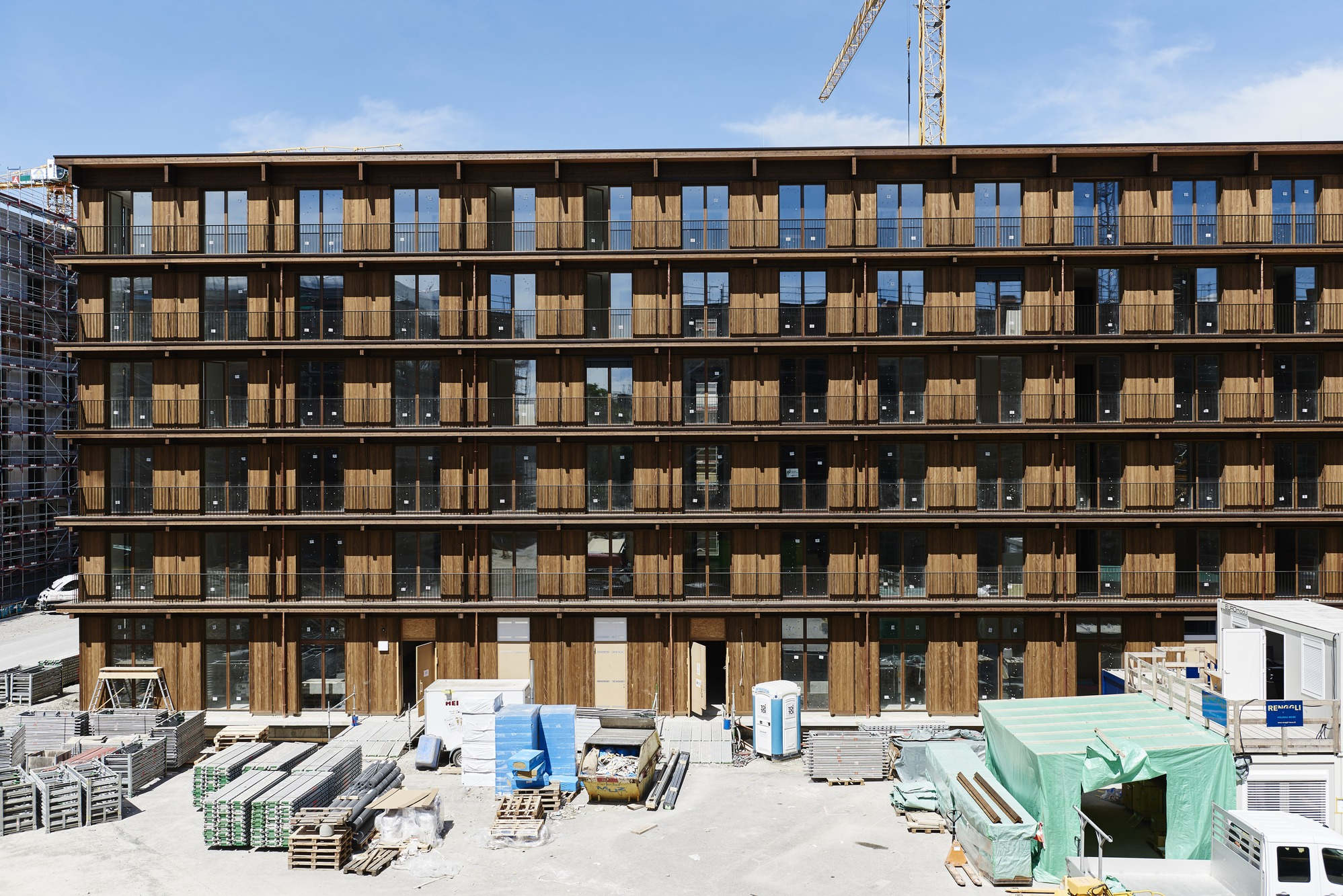 Our assembly team erected the three long six-story buildings at Freilager Zurich in one year and one day.